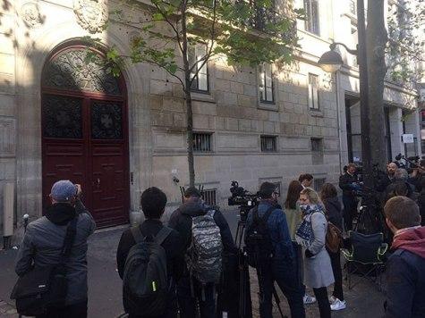 kim-kardashian-paris-attack-scene-3